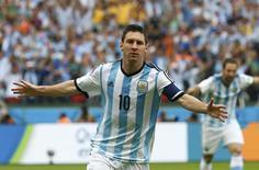 Lionel Messi, da seleção argentina, comemora gol marcado contra a Nigéria em Porto Alegre. 25/06/2014. REUTERS/Darren Staples