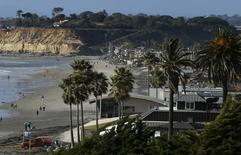 Beach homes line the shoreline in the San Diego North County town of Del Mar, California March 31, 2014. Picture taken March 31, 2014. REUTERS/Mike Blake