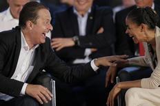 Ex-governador de Pernambuco Eduardo Campos conversa com a ex-senadora Marina Silva em evento para lançar candidaturas, em Brasília. 14/4/2014. REUTERS/Ueslei Marcelino