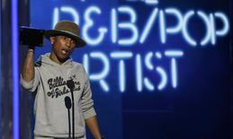 Pharrell Williams accepts the award for best male R&B/pop artist during the 2014 BET Awards in Los Angeles, California June 29, 2014.  REUTERS/Mario Anzuoni