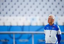Ottmar Hitzfeld comanda treino da Suíça em São Paulo.   REUTERS/Paul Hanna