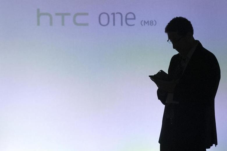 An attendee uses a new HTC One M8 phone during a launch event in New York, March 25, 2014.  REUTERS/Brendan McDermid/Files