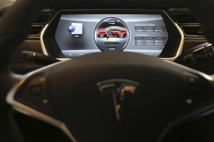 The dashboard of a Tesla Model S is shown at a Tesla Motors dealership at Corte Madera Village, an outdoor retail mall, in Corte Madera, California May 8, 2014.  REUTERS/Robert Galbraith