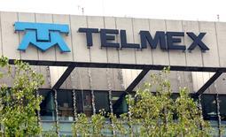 Imagen de archivo de la vista general del logo de la compañía telefónica Telmex, en Ciudad de México, 7 de enero de 2010. REUTERS/Daniel Aguilar