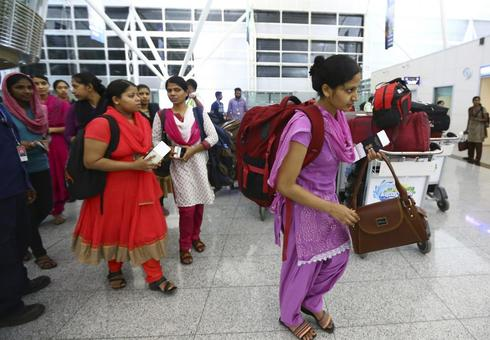 Indian nurses greeted with smiles, flowers after release from Iraq