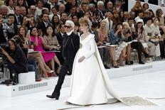 German designer Karl Lagerfeld (L) and model Ashleigh Good appear at the end of his Haute Couture Fall/Winter 2014-2015 fashion show for French fashion house Chanel in Paris July 8, 2014. REUTERS/Benoit Tessier