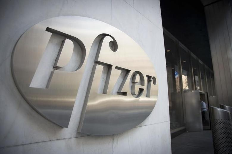 The Pfizer logo is seen at their world headquarters in New York April 28, 2014.  REUTERS/Andrew Kelly