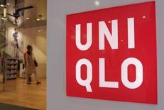 Fast Retailing, maison mère du groupe de prêt-à-porter Uniqlo, annonce jeudi une hausse de 9,9% de son bénéfice d'exploitation au cours des neuf mois à la fin mai. /Photo prise le 10 juillet 2014/REUTERS/Toru Hanai
