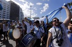 Fans of Argentina cheer in Copacabana beach ahead of their 2014 World Cup final match against Germany Rio de Janeiro, July 13, 2014.   REUTERS/Marcos Brindicci