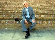 En la imagen, el director Lorin Maazel posa en Sevilla el 19 de noviembre de 2003. El director de orquesta Lorin Maazel, niño prodigio que llegó a dirigir la Filarmónica de Nueva York y las Sinfónicas de Pittsburgh y Múnich, murió el domingo a los 84 años, informó el festival de música que fundó.  REUTERS/Marcelo Del Pozo