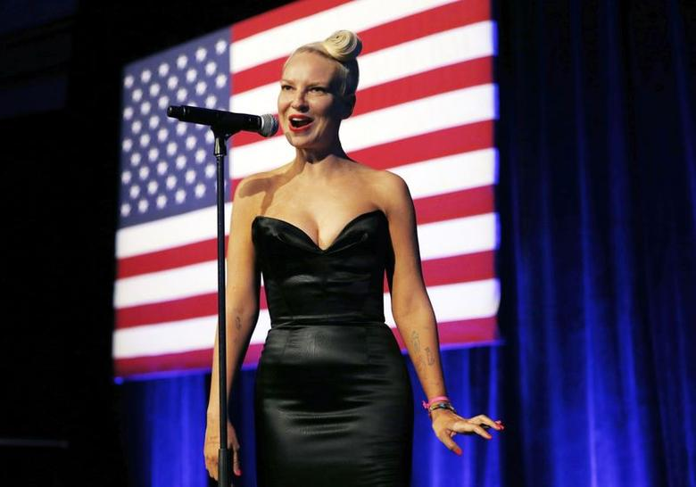 Singer Sia performs at the  Democratic National Committee's (DNC) annual Lesbian, Gay, Bisexual and Transgender (LGBT) gala in New York June 17,  2014. REUTERS/Kevin Lamarque/Files