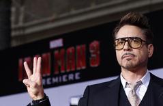 """O ator Robert Downey Jr. posa para foto na pré-estreia de """"Homem de Ferro 3"""", em Hollywood, na Califórnia, em abril do ano passado. 24/04/2013 REUTERS/Mario Anzuoni"""