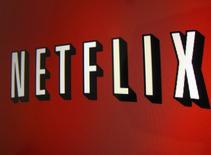 Foto de archivo de un logo de Netflix visto en un ipad. Abril 19, 2013.  La ganancia trimestral de Netflix Inc aumentó en más del doble,  impulsada por un incremento mensual de 1 dólar en la suscripción  a su popular servicio de transmisión de videos para clientes nuevos en Estados Unidos.   REUTERS/Mike Blake