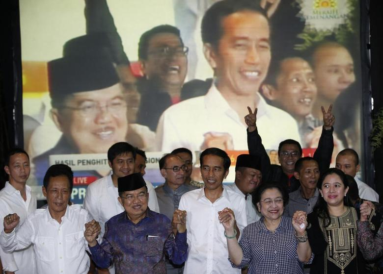 Indonesian presidential candidate Joko ''Jokowi'' Widodo (C) and his running mate Jusuf Kalla (2nd L) celebrate with the head of his party, former president Megawati Sukarnoputri (2nd R) and her daughter Puan Maharani, ahead of the official results announcement in South Jakarta July 22, 2014.  REUTERS/Darren Whiteside