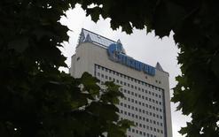 Штаб-квартира Газпрома в Москве 27 июня 2014 года. Помощник российского президента Андрей Белоусов защитил монополию российского газового гиганта Газпрома на трубопроводный экспорт топлива после сообщений СМИ о том, что она может быть нарушена в пользу конкурентов - государственной Роснефти и частного Новатэка. REUTERS/Sergei Karpukhin