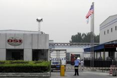 A security personnel stands guard in front of an OSI's food processing plants in Langfang, Hebei province, July 23, 2014. Shanghai police said on Wednesday they detained five people in an investigation into a Chinese-based supplier of foreign fast-food brands including KFC and McDonald's Corp over allegations the firm supplied out-of-date meat. REUTERS/Paul Carsten