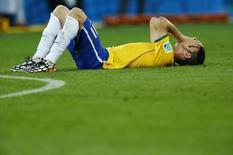 Oscar lamenta derrota para a Alemanha na semifinal da Copa do Mundo.  REUTERS/Ruben Sprich