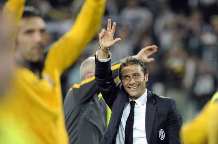 Juventus' Antonio Conte celebrates after winning the Serie A championship at the end of their match against Atalanta at the Juventus stadium in Turin May 5, 2014. REUTERS/Giorgio Perottino/Files
