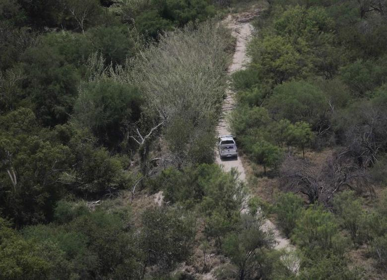A Customs and Border Protection vehicle patrols near the Rio Grande along the U.S.-Mexico border near Mission, Texas July 24, 2014.  REUTERS/Eric Gay/Pool