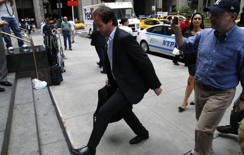 Argentina's Finance Secretary Pablo Lopez (C) arrives for debt negotiation talks with court-appointed mediator Daniel Pollack in New York, July 24, 2014. REUTERS/Mike Segar