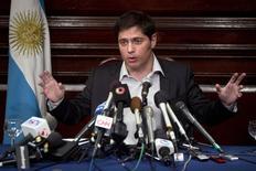 O ministro da Economia argentina, Axel Kicillof, fala a repórteres no consulado da Argentina, em Nova York, nos Estados Unidos, nesta quarta-feira. 30/07/2014 REUTERS/Carlo Allegri