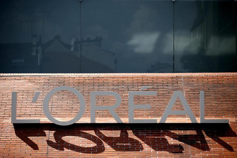 The logo of French cosmetics group L'Oreal is seen on the company's building in Clichy, near Paris, July 24, 2014.  REUTERS/Benoit Tessier
