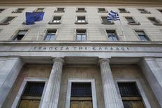 L'agence de notation Moody's Investors Service a relevé la note de crédit de la Grèce, qui passe de Caa3 à Caa1 avec une perspective stable. /Photo d'archives/REUTERS/John kolesidis