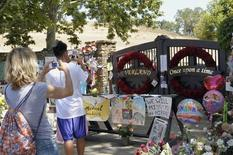 Michael Jackson fans take photos outside Neverland Ranch in Los Olivos, California on July 10, 2009. REUTERS/Phil Klein