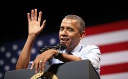 """Президент США Барак Обама выступает в Остине, Техас 10 июля 2014 года.  Президент США Барак Обама отмахнулся от России как страны, которая """"не сделает ничего"""" и, в интервью журналу Economist, сказал, что Западу нужно быть """"довольно жёстким"""" с Китаем, стремящимся расширить свою роль в мировой экономике. REUTERS/Kevin Lamarque"""