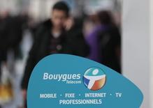 Bouygues Telecom poursuit la mise en place de son plan de transformation dont le but est de lui garantir un avenir autonome, a déclaré Bouygues, qui assure n'avoir reçu aucune offre de rachat pour sa filiale. /Photo prise le 5 mars 2014/REUTERS/Eric Gaillard