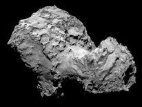 El cometa 67P/Churyumov-Gerasimenko captado por una cámara de la nave espacial europea Rosetta , ago 3 2014. La nave espacial europea Rosetta fue la primera en alcanzar un cometa el miércoles, un hito en una misión espacial de 10 años que los científicos esperan ayude a develar algunos de los secretos del sistema solar.  REUTERS/ESA/Rosetta/MPS for OSIRISTeamMPS/UPD/LAM/IAA/SSO/INTA/UPM/DASP/IDA/Handout via ReutersNOTA DE EDITOR: Reuters no puede confirmar de forma independiente, la autenticidad, contenido, ubicación o fecha de dónde o cuándo se extrajo esta imagen.  Imagen para uso no comercial, ni ventas, ni archivos. Solo para uso editorial. No para su venta en marketing o campañas publicitarias. Esta fotografía fue entregada por un tercero y es distribuida, exactamente como fue recibida por Reuters, como un servicio para clientes.