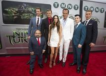 "Cast members (from L-R) Danny Woodburn, Jeremy Howard, Alan Ritchson, Megan Fox, Will Arnett, Noel Fisher and Pete Ploszek pose at the premiere of ""Teenage Mutant Ninja Turtles"" in Los Angeles, California August 3, 2014.  REUTERS/Mario Anzuoni"