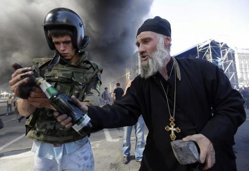 Clash over Euromaidan camp
