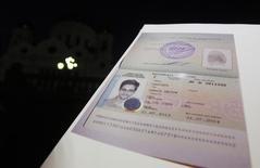 Documento de refúgio do norte-americano Edward Snowden concecido pelo governo da Rússia. 01/08/2013 REUTERS/Maxim Shemetov