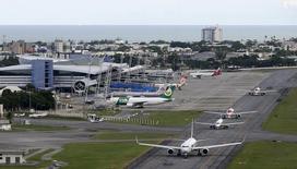Vista aérea do aeroporto internacional do Recife. 6/04/2014. REUTERS/Paulo Whitaker