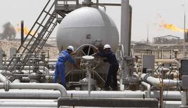 Selon l'Agence internationale de de l'énergie (AIE), les marchés pétroliers sont de mieux en mieux approvisionnés à la faveur notamment d'une forte augmentation de la production en Amérique du Nord, ce qui semble exclure toute hausse notable des cours du brut en dépit de conflits secouant plusieurs régions. /Photo d'archives/REUTERS/Atef Hassan