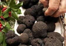 A truffle farmer sells his production during the truffle market in Sorges, southwestern France, in this December 17, 2006 file photo.  REUTERS/Regis Duvignau/Files