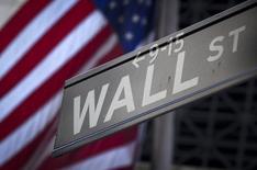Wall Street a ouvert en légère baisse mardi dans des conditions de marché qui restent surtout dictées par l'évolution du conflit ukrainien. Quelques minutes après l'ouverture, le Dow Jones cédait 0,07%, le S&P-500 laissait 0,12% et le Nasdaq abandonnait 0,14%. /Photo d'archives/REUTERS/Carlo Allegri