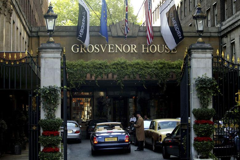 The entrance to the Grosvenor House Hotel is seen in Park Lane in London, in this September 30, 2003 file photo.  REUTERS/Lee Besford/Files