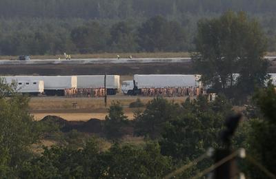Russian convoy heads to Ukraine