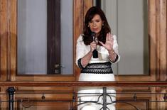 Argentina's President Cristina Fernandez de Kirchner speaks to supporters from a balcony inside the Casa Rosada Presidential Palace in Buenos Aires, July 31, 2014.  REUTERS/Marcos Brindicci
