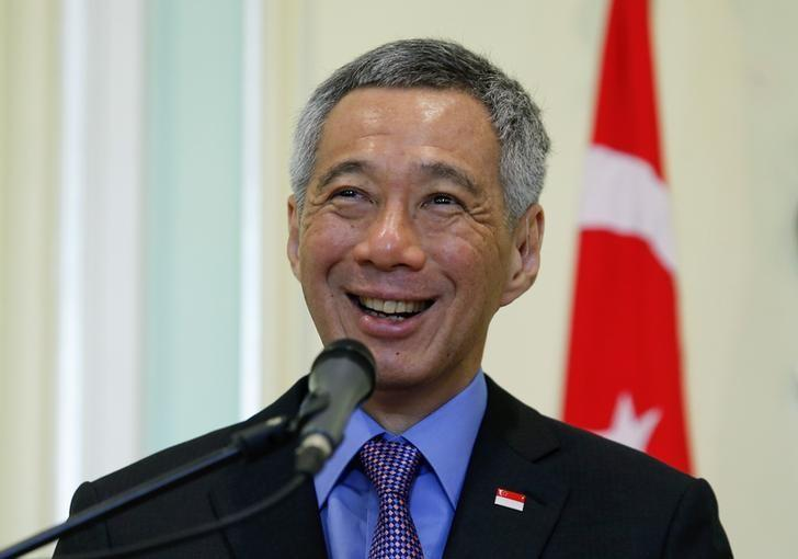 Singapore's Prime Minister Lee Hsien Loong speaks during a news conference at the Prime Minister's office in Putrajaya outside Kuala Lumpur April 7, 2014. REUTERS/Samsul Said