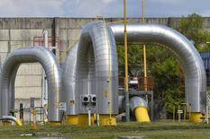 Трубы на газораспределительной станции в словацком городе Вельке-Капушаны 15 апреля 2014 года. Украина, полностью лишившаяся в июне 2014 года российского газа, надеется получать из Словакии 8-10 миллиардов кубометров топлива - примерно треть от того объема, который поставлял Киеву Газпром. REUTERS/Radovan Stoklasa