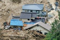 Дома после схода оползня в Хиросиме 20 августа 2014 года. Как минимум 18 человек, среди них несколько детей, погибли в среду в результате оползней после проливных дождей в японском городе Хиросима, сообщили полиция и СМИ. REUTERS/Kyodo