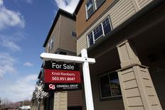 Imagen de casas en venta en el área sudoeste de Portland, Oregon. 20 de marzo, 2014.  Las solicitudes de crédito hipotecario en Estados Unidos subieron la semana pasada debido a un aumento de la demanda por refinanciamiento y por préstamos para compras de casas, dijo el miércoles un grupo sectorial. REUTERS/Steve Dipaola