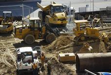 En la imagen, un área de construcción es vista en Silver Spring, Maryland. 8 de marzo, 2013. La economía de Estados Unidos repuntó en el segundo trimestre con más fuerza de lo que inicialmente se había estimado, de acuerdo con una revisión del Producto Interno Bruto del período divulgada el jueves. REUTERS/Gary Cameron
