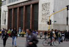 El Banco Central de Colombia en Bogotá, ago 20, 2014. El Banco Central de Colombia incrementó el viernes su tasa de interés en 25 puntos base a un 4,50 por ciento, una decisión en línea con lo esperado por la mayoría del mercado. REUTERS/John Vizcaino