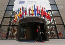 Le siège du Conseil européen à Bruxelles. Selon le projet de conclusions du sommet de samedi, deux sommets extraordinaires consacrés à l'emploi, à l'investissement et à la croissance auront lieu cet automne. /Photo prise le 29 août 2014/REUTERS/Yves Herman