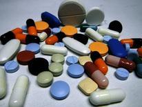 Различные лекарства в Любляне 14 февраля 2012 года. Сеть аптек 36,6, которая находится в процессе слияния с аптечной сетью A.v.e., в первом полугодии 2014 года снизила чистый убыток втрое до 383 миллионов рублей, сообщила компания в понедельник. REUTERS/Srdjan Zivulovic