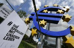 Imagen de la sede del Banco Central Europeo en Fráncfort. Imagen de archivo, 7 agosto, 2014. Las expectativas de que el BCE tome acciones de política monetaria en su reunión del jueves se mantienen altas, luego de que el presidente de la entidad, Mario Draghi, se comprometiera a usar todas las herramientas a su disposición para lograr un equilibrio de los precios en la zona euro. REUTERS/Ralph Orlowski